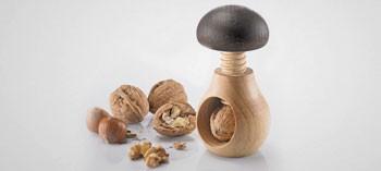 """Casse-noix en bois """"Holzi"""" forme champignon"""